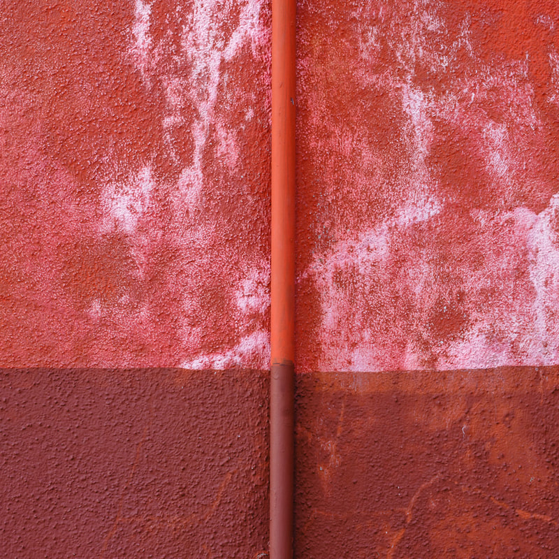 Red wall, Burano